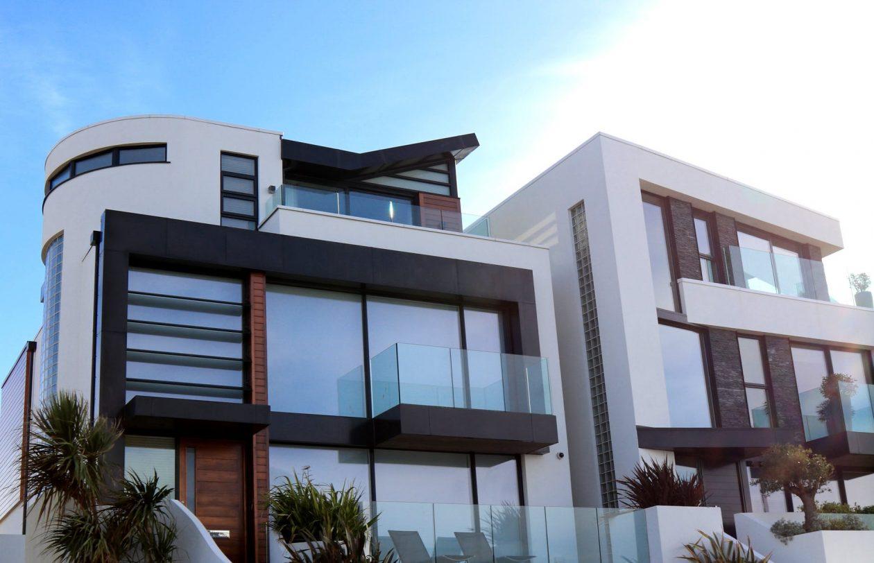 À qui faire appel pour la rénovation d'une maison en été ?